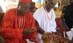 Igbo elders praying over kolanuts
