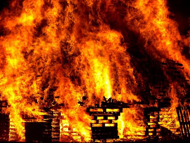 fire-298105_640