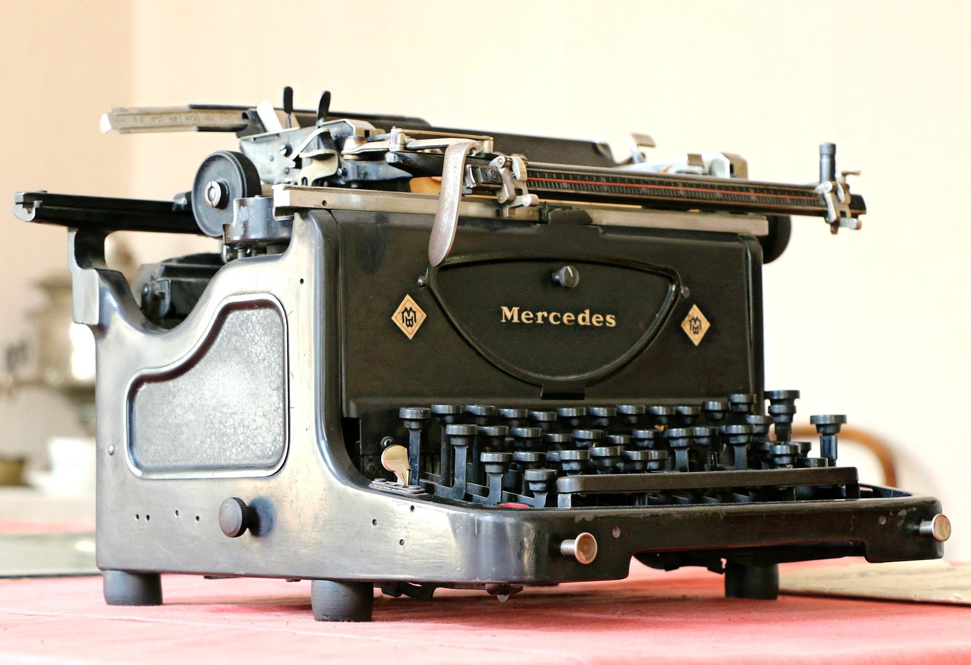 mercedes-1613219_1920