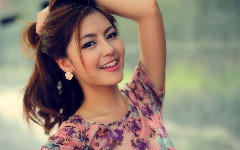 beautiful-smiling-girls-hd-wallpapers-free-download